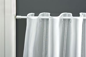 Pružinová vitrážná tyč biela